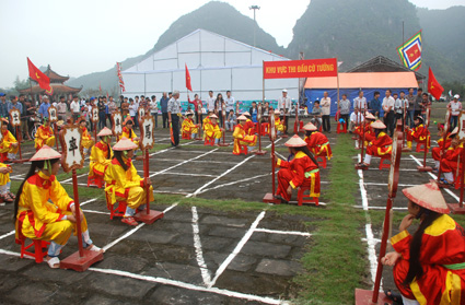 To the Truong Yen Festival is a place of converging special cultural features